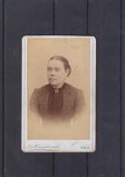 Lettonie - Photo D´une Dame - Carte De Déces ? - Faite Par L.v. Wirchikonski à Riga - Persone Anonimi