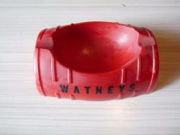 CENDRIER -   WATNEYS-  En Forme De Demi-tonneau , Rectangulaire 13 X 9,5cm, Ht: 4,4 Cm, Céramique - Cendriers