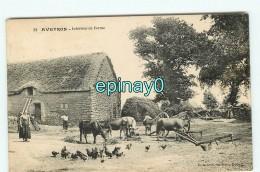 B - 12 - AVEYRON - Interieur De Ferme - édition Donziech - Vache - Basse Cour - Poule  - RARE CLICHE - Autres Communes