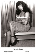 BETTIE PAGE - Film Star Pin Up PHOTO POSTCARD- Publisher Swiftsure 2000 (333/339) - Postcards