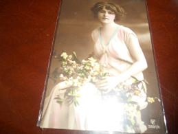 B663  Donna In Posa Viagg.cm13,5x8,5 - Cartoline