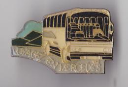 PIN´S THEME TRANSPORT BUS  VOYAGEZ  EN MERCEDES - Transport Und Verkehr