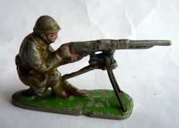 FIGURINE QUIRALU Soldat MITRAILLEUR Avec MITRAILLEUSE CASQUE ADRIAN KAKI - ALUMINIUM - Quiralu