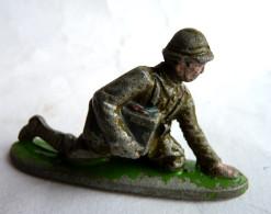 FIGURINE QUIRALU Soldat MITRAILLEUR Avec Caisse De Munitions CASQUE ADRIAN KAKI - ALUMINIUM - Quiralu