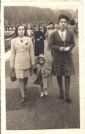 ANNECY   FEMMES ET ENFANTS SUR LE BORD DU LAC  1946 9X14CM - Lieux