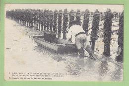 BROUAGE : Le Pêcheur Avec Un Acon, Récolte Des Moules Dans Les Bouchots. 2 Scans. Edition Bergevin - Andere Gemeenten