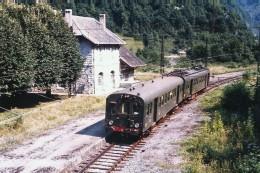 Sarrance (64 - France)  24 Juillet 1978 Une Automotrice Z4400 Assurant Un Omnibus Pau / Bedous Marque L'arrêt En Gare - Andere Gemeenten