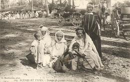 Cpa Scenes Et Types Groupe De Femmes Kabiles - Algérie