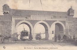 TUNISIE. TUNIS. CPA RARE DANS CETTE VERSION. TRAMWAY PORTE BAB-SAADOUN