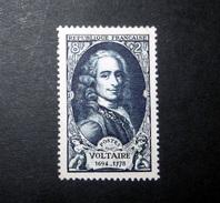 FRANCE 1949 N°854 (*) (PERSONNAGES CÉLÈBRES DU XVIIIÈME SIÈCLE. VOLTAIRE. 8F + 2F BLEU-NOIR)