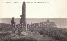 22 - FORT De LATTE - Le Fort Et La Dent De Gargantua - Velo - Cyclistes - Facteur - Dos Vierge TBE  - 2 Scans - France