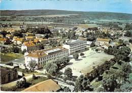 55 -  COMMERCY :  Le Lycée - CPSM Dentelée GF - Meuse - Commercy