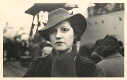 PORTRAIT- Femme Mode Chapeau En 1938; Photo Format 13,5x8,7cm. - Anonymous Persons