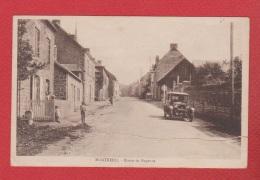 Montreuil  --  Route De Mayenne  -- Déchirure Centrale Réparée - France