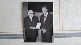 PHOTO DE PRESSE - PRIX DU DOCTEUR SCHWEITZER - LIVRE CHERS POISONS - ECRIVAIN - Célébrités