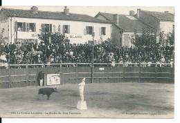 Course Landaise , Clown, Devant L'Hôtel Du Cheval Blanc