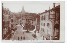 LA LOUVESC - N° 8718 - LA GRAND' PLACE AVEC VIEILLE VOITURE - CPA NON VOYAGEE - La Louvesc