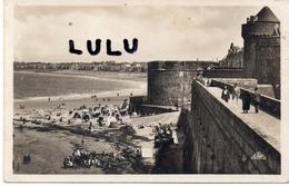 DEPT 35 : 2 Scans  ; Saint Malo Les Remparts , Le Chateau Et La Plage Des Bains - Saint Malo
