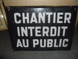 """PLAQUE ANCIENNE EN TOLE EMAILLE """" CHANTIER INTERDIT AU PUBLIC """" 35 X 25 Cm - Vers 1950 ? Maçon MACONNERIE ... - Brands"""
