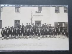 AK Österreich?! 1910er Jahre Gasthaus Berger. Regiment / Schützengarde?! Blasinstrumente. Tracht - Hotels & Gaststätten