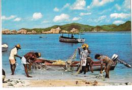 CP.   SEYCHELLES.... FISHERMEN AND NET AT PRASLIN... TBE. - Seychellen