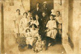 FOTOGRAFIA DE FAMILIA NUMEROSA BLANCO Y NEGRO TAMAÑO 18 X 12  CIRCA 1910 ZTU. - Photographs
