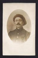 CPA CARTE PHOTO REGIMENT MILITAIRE N° 97 Soldat Décoré Médaille Béret - Regiments