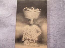 MARTINIQUE . MARCHANDE D ORANGES - Postcards