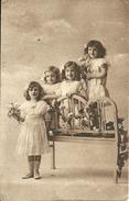 """Cartolina """"Ritratto Di Bambine Con Mazzi Di Fiori"""" - Gruppi Di Bambini & Famiglie"""