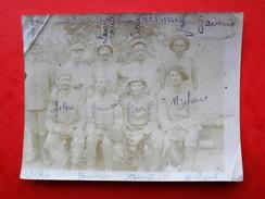 Photo  Groupe De Mlitaires Casque Colonial Nomminative A Identifier - Oorlog, Militair