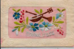 CPA Brodée Soie Non Circulé Musique Flute Banjo - Brodées
