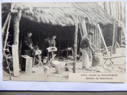CPA Bretagne - Forêt De Fougères - Atelier De Sabotiers 1904 - Artisanat