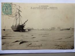 CPA 50 - La Normandie , De Granville à Cherbourg . Régneville . Bateau Charbonnier Opérant Son Débarquement - Autres Communes