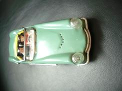 Blechauto Cabrio Mit 2 Figuren MF763 (351) - Antikspielzeug