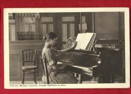 FIR-30  Asile Des Aveugles, Aveugle Déchiffrant Sa Partition Au Piano. Lausanne. Circulé En 1936 - Música Y Músicos