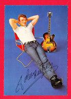 Artiste-455A81  Johnny HALLYDAY Assis Sur Un Pliant, Années 1960, Autographe Original, BE - Chanteurs & Musiciens