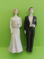 Année 30 Mariés En Porcelaine Pour Piece Montée - Saisons & Fêtes