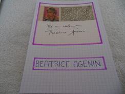 AUTOGRAPHE DÉDICACÉ DE BÉATRICE AGENIN SUR COUPURE DE PRESSE COLLÉE SUR CARTON BRISTOL (15 X 21 Cm) (VOIR DESCRIPTION) - Autographs