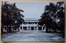 """A.E.F (Brazzaville) La Gare - Librairie """" Au Messager """" N°18 - Editeur Hoa-gui - Congo Français - Autres"""