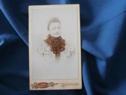 Photo CDV A. Dubus  à Tourcoing -  Portrait Jeune Femme , Robe Col En Dentelle, Circa 1890 L282 (2) - Photographs