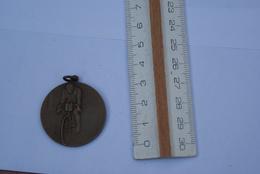 Médaille Cycliste Offert Par Dunlop Le Premier Pas Dunlop 1925 - Cyclisme