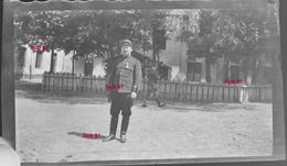 Photographie - Plaque De Verre - Militaire Décoré En Caserne (B 513-1, Lot 4) - Diapositiva Su Vetro
