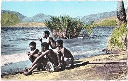 Pf. ZOMBA (Nyassaland). Attente Au Bord Du Lac. 6 - Malawi