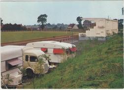 62 - DESVRES -  LE STADE  - LE CAMPING - Renault Saviem - Desvres
