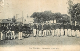 GROUPE DE POMPIERS A NANTERRE - Sapeurs-Pompiers
