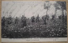 1 CPA FUSILLIERS MARINS DANS LE NORD DE LA FRANCE CHARGE A LA BAIONNETTE - Guerre 1914-18