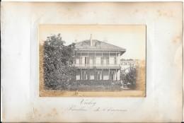 Photo Albuminée-  ANNEES 1870/80 - 16.5 X 11.5 - VICHY  - PAVILLON DE L'EMPEREUR   Personnage Au 1er Plan - Old (before 1900)