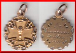 **** MEDAILLE PENDENTIF - CROIX AVEC CIBOIRE ET HOSTIE - 1ère COMMUNION 1915 - PLAQUE OR **** EN ACHAT IMMEDIAT !!! - Pendants