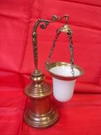 PL. 305. Ancienne Lampe à Huile En Bronze, Globe Tenu Par Une Cariatide. Epoque Empire - Luminaires