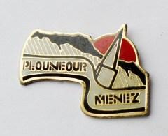 Pin's Bretagne Plouneour Menez  Finistère - 35R - Villes